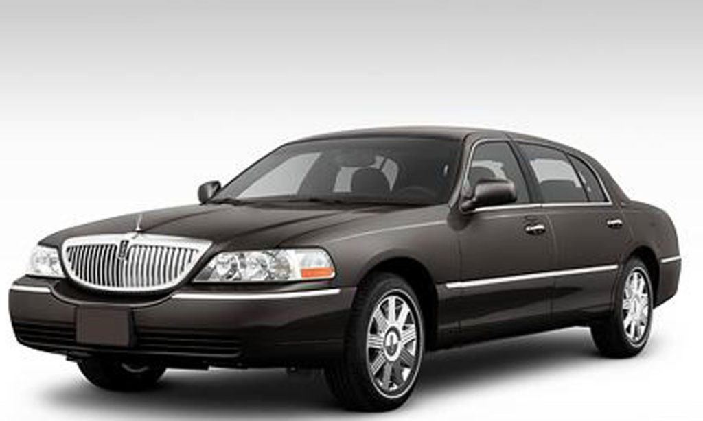 Lincoln Town Car 06 Cleveland Taxi Limo