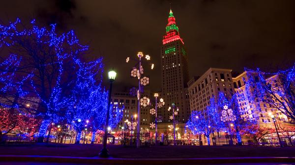- Holiday Christmas Light Tours - Cleveland Taxi Limo